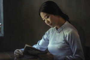 woman-reading-5